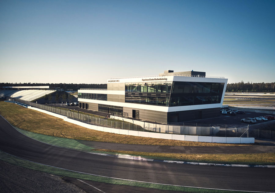 Medientechnische Ausstattung des Porsche Experience Centers am Hockenheimring