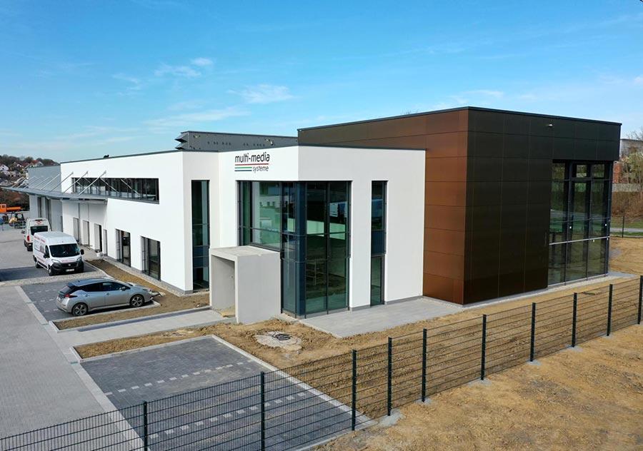 Titelbild Neubau der multi-media systeme AG im Endspurt, hier ein Blick auf die Gebäudefront