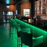 Bar in der Saunalandschaft in der Wasserwelt Rulantica mit Beleuchtungstechnik