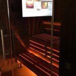Sauna in der Wasserwelt Rulantica ausgestattet mit Displays.
